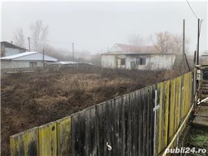 Vând teren (cu casa bătrânească și cu o construcție începută -parter) - imagine 1