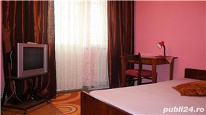 Apartament cu 3 camere si 2 bai in zona centrala - imagine 2