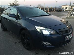 Opel astra 1,4i full klima 2011 navi xenon - imagine 1
