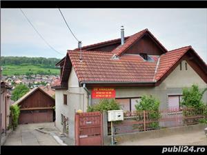 De vânzare casa cu 3 niveluri, mult spațiu de locuit și spațiu ideal pentru afacere, garaj în curte - imagine 1