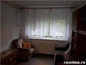 Vand apartament situat central - imagine 1