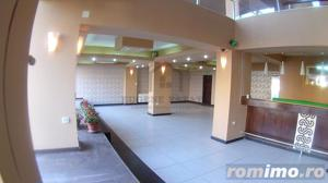 Complexul Studentesc, vad pietonal, locuri parcare - imagine 1