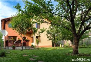 Proprietar!Vand casa cu 4 dormitoare, living, bucătărie, 3 bai, cămară,  dressing, garaj. - imagine 3
