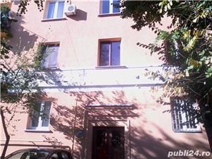 - Bloc Rusesc - Apartament de Vanzare 3 Camere - ( Bloc tip vila ) - - imagine 2