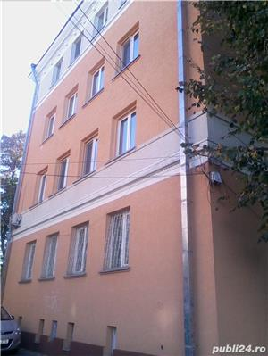 - Bloc Rusesc - Apartament de Vanzare 3 Camere - ( Bloc tip vila ) - - imagine 3