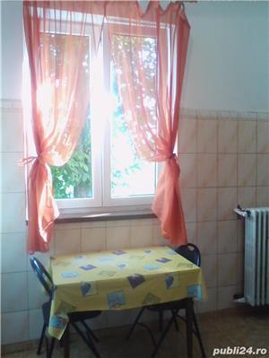 - Bloc Rusesc - Apartament de Vanzare 3 Camere - ( Bloc tip vila ) - - imagine 9