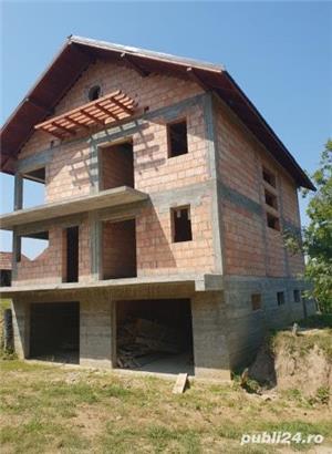 Casa in rosu+anexe+teren de vanzare ! - imagine 2