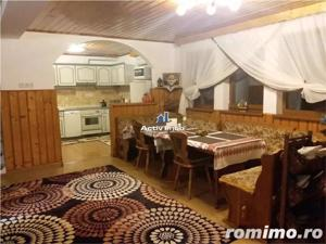 Vila - Living, 5 camere,3 bai, zona Noua - imagine 3