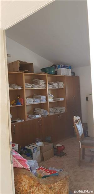 Vand spatiu birouri mobilat(3 incaperi de birouri+hala in aceeasi cladire) - imagine 9