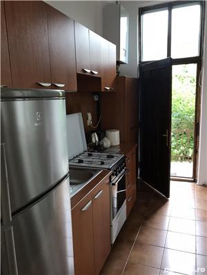 Închiriez apartament modern, cu o camera, in vila, ultracentral, cu parcare in curte. - imagine 10