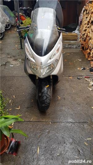 Dezmembrez scuter Suzuki Burgman italia - imagine 1