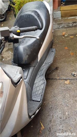 Dezmembrez scuter Suzuki Burgman italia - imagine 2