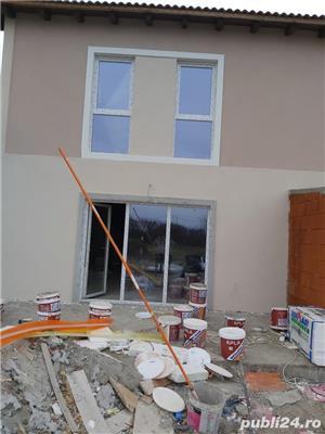 Duplex la asfalt, intre case locuite, tote utilitatiile acces auto, terasa, teren 670mp - imagine 3