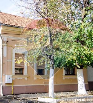 Casă  clasica cu mansarda, central, finisata modern, zona linistita - imagine 1