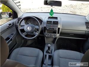 VW Polo Euro 4, 1.2 benzina,4 usi, an 2003. - imagine 8