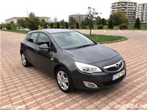 Opel Astra J 1.4 benzina 101 cp an 2011 - imagine 2