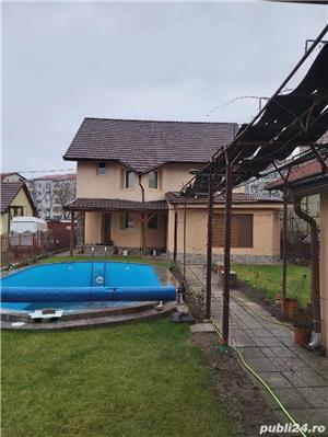 2 vile de vanzare cu piscina,aceeasi curte,pt locuit sau centru medical,zona Aradului - imagine 3