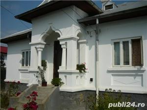 Casa de vanzare cu curte 2 case - imagine 1