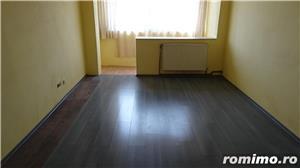 Vand apartament 3 camere decomandat in Deva, zona I. Maniu, etaj intermediar, situat pe mijloc,  - imagine 2