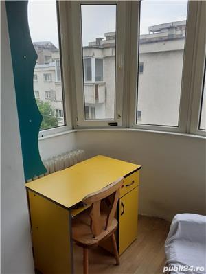 O camera  intr-un apartament cu 3 camere decomandate - imagine 3