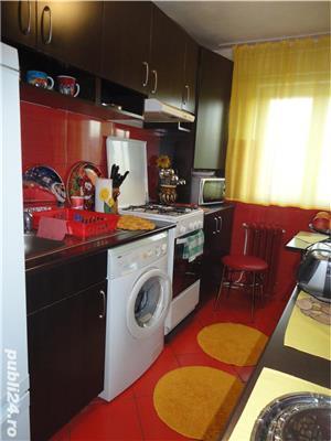 Zona Han - de inchiriat apartament cu 2 camere,2 bai,balcon,etaj 3 - imagine 2