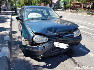 Vw Golf 4 De vânzare!. VW Golf 4, avariat<br>A fost lovit doar frontal, după cum se vede în poză, spatele și lateralele mașinii sunt intacte!<br>Motorul si